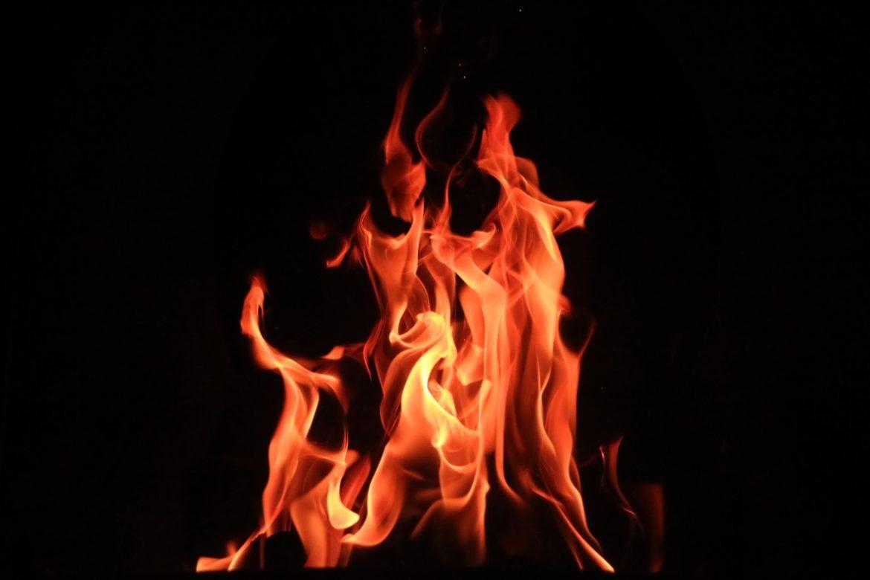 fiamme che bruciano