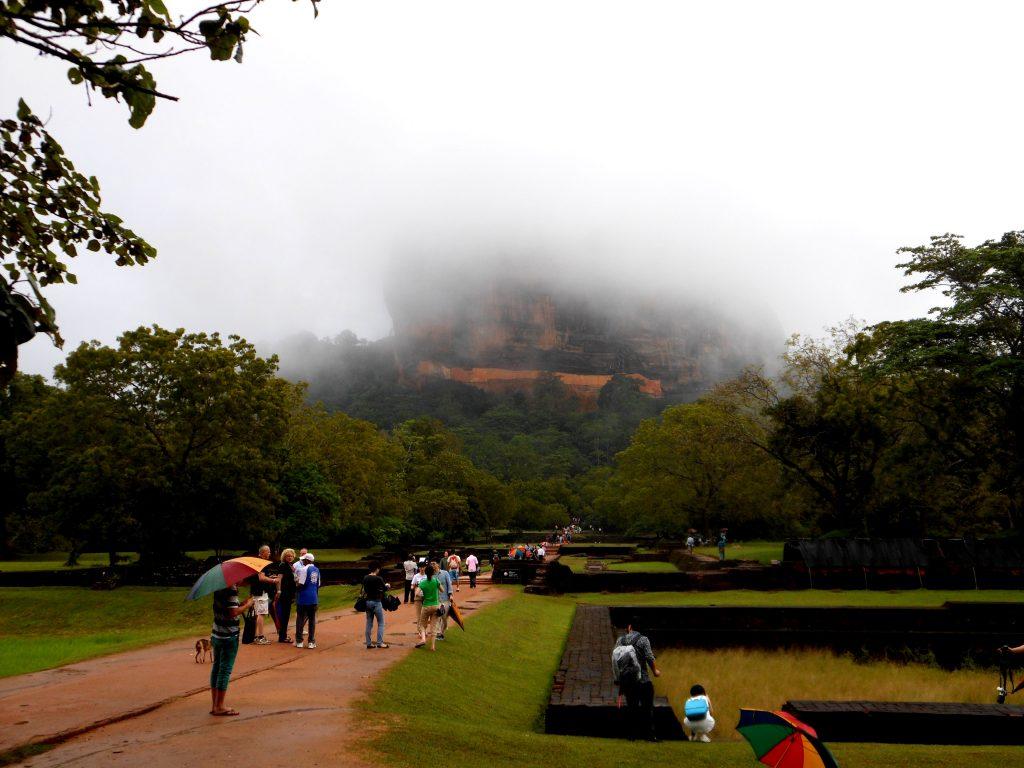 rocca tra la nebbia