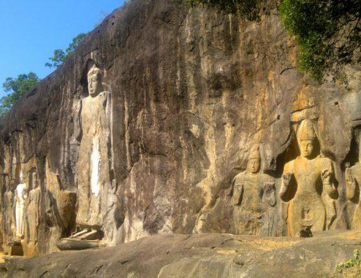 statue di Buddah scavate nella roccia