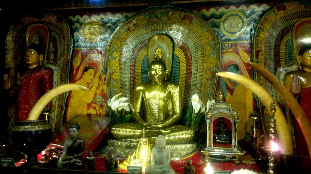 la magnificenza del Tempio d'oro in Sri Lanka