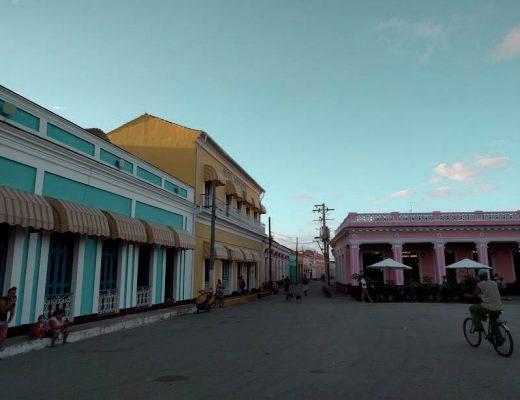 palazzi colorati affacciati sulla piazza