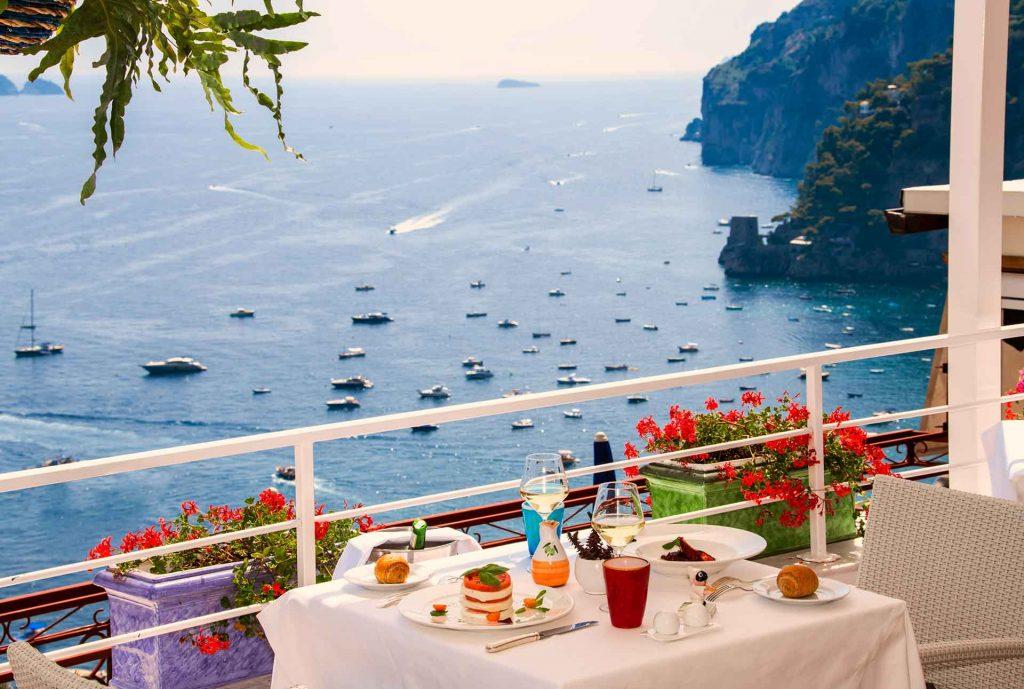 dove mangiare a positano: terrazza panoramica vista Isola dei Galli a Positano
