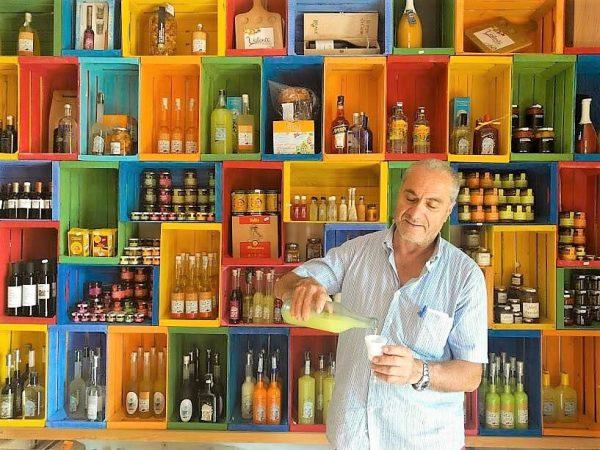 Valentino Esposito presso la sua azienda a Positano Valentì