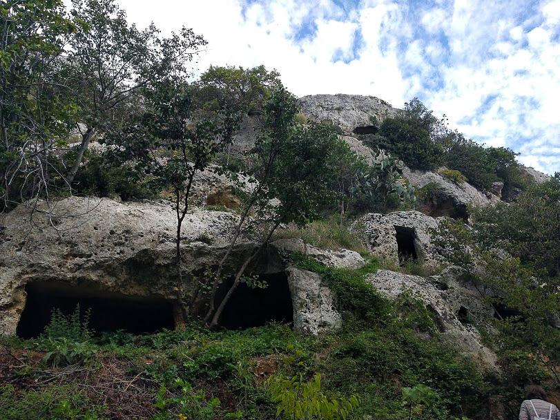 antiche grotte rupestri