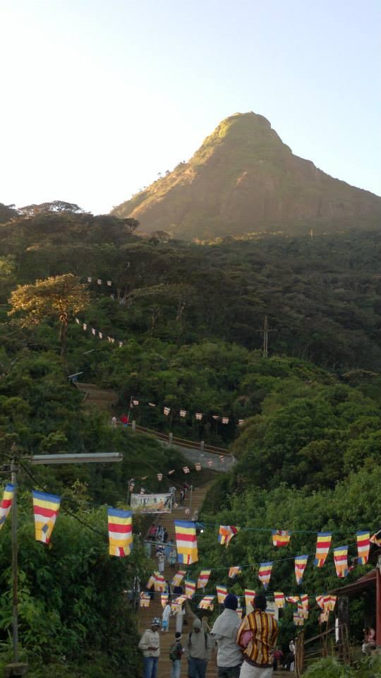la montagna sacra dello Sri Lanka
