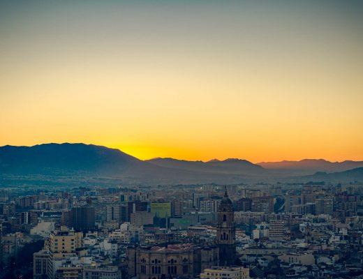 Tramonto su Malaga esperienze non turistiche da fare a Malaga