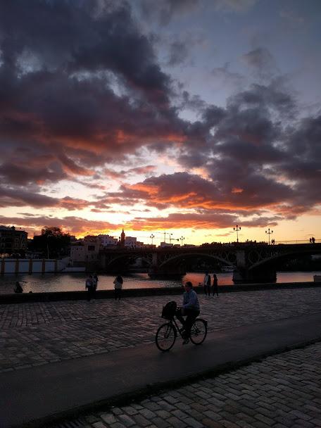 Vedere un tramonto sul Guadalquivir a Siviglia