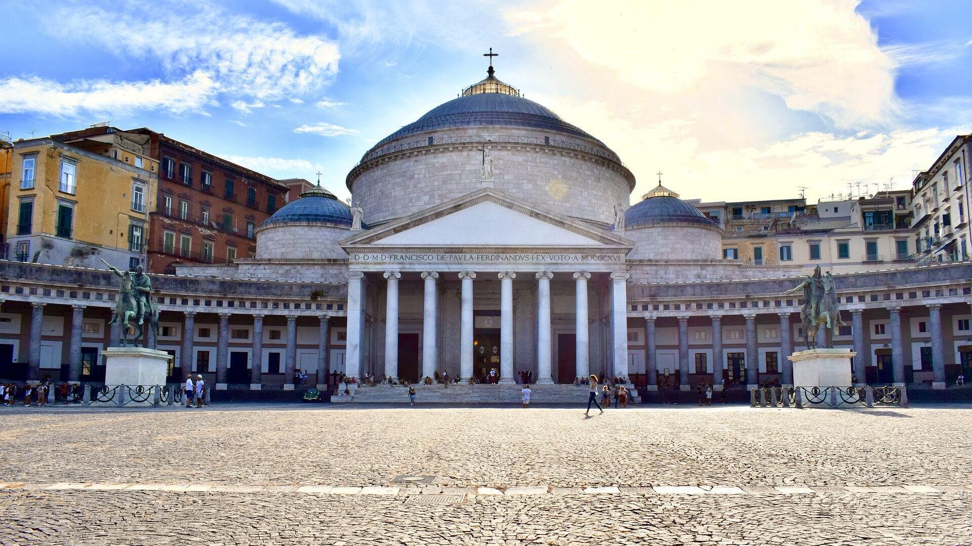 Cosa vedere a Napoli: Piazza Plebiscito