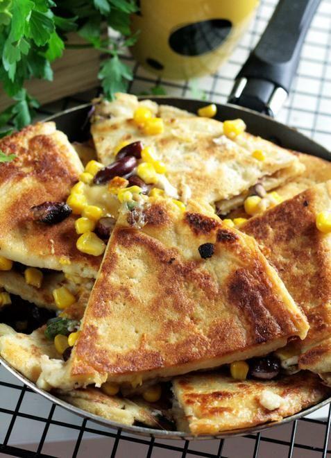 Nalesniki: crespelle farcite con pollo e fritte in padella con l'uovo