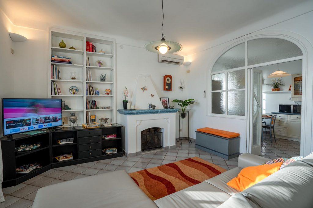 Salotto e cucina Casa Incanto a Praiano