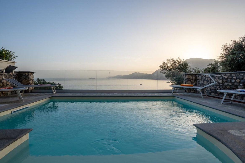 Casa con piscina vista mare e isola dei Galli a Praiano