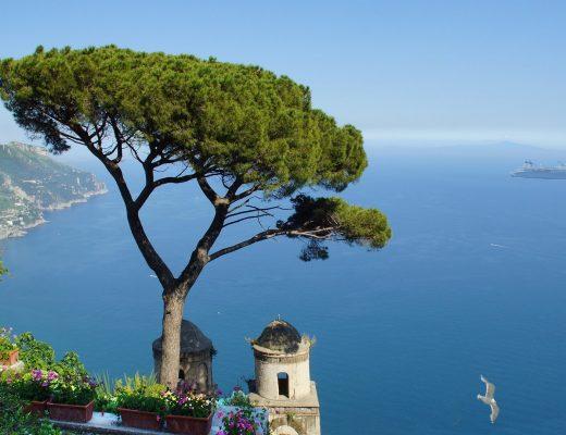 Veduta panoramica del golfo di salerno dal belvedere di Villa Rufolo a Ravello