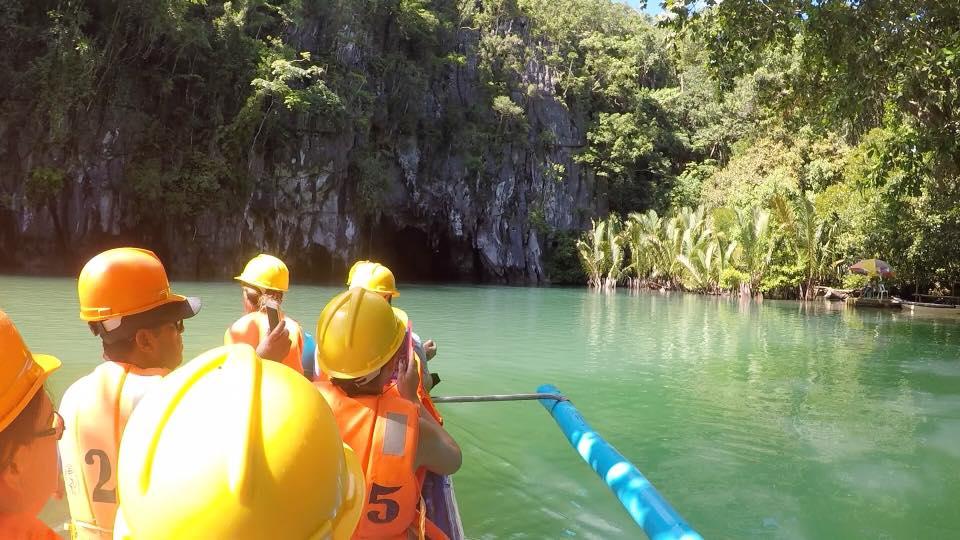 Escursione di gruppo sul fiume sotterraneo nelle Filippine