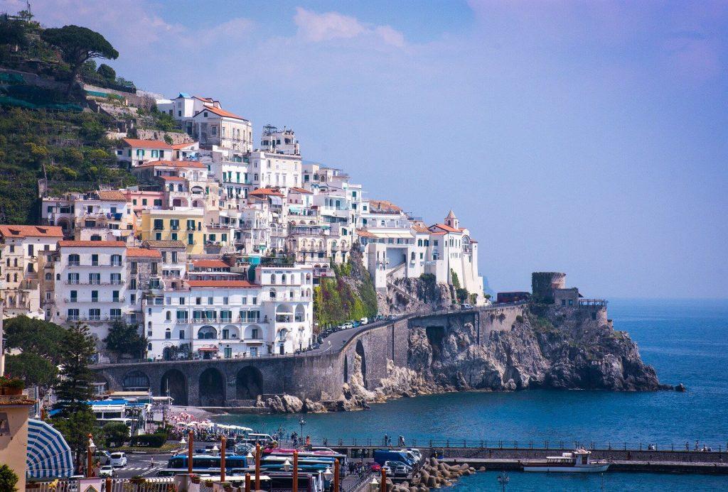 Percorso panoramico che porta a uno dei parcheggi ad Amalfi