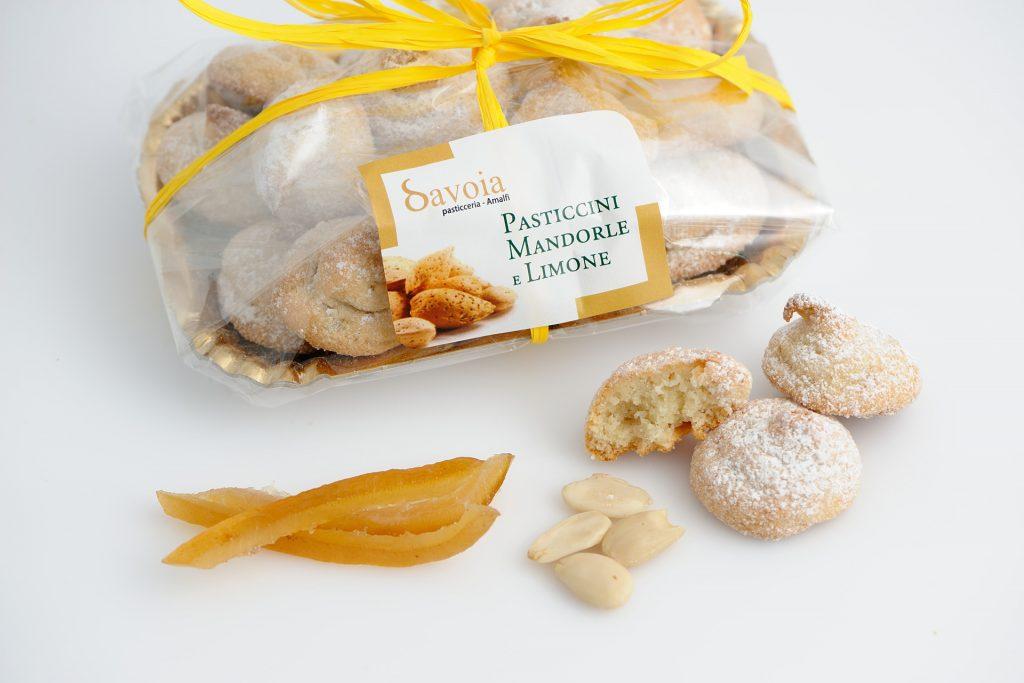 Dolcetti di pasta di mandorle al limone della pasticceria Savoia ad Amalfi
