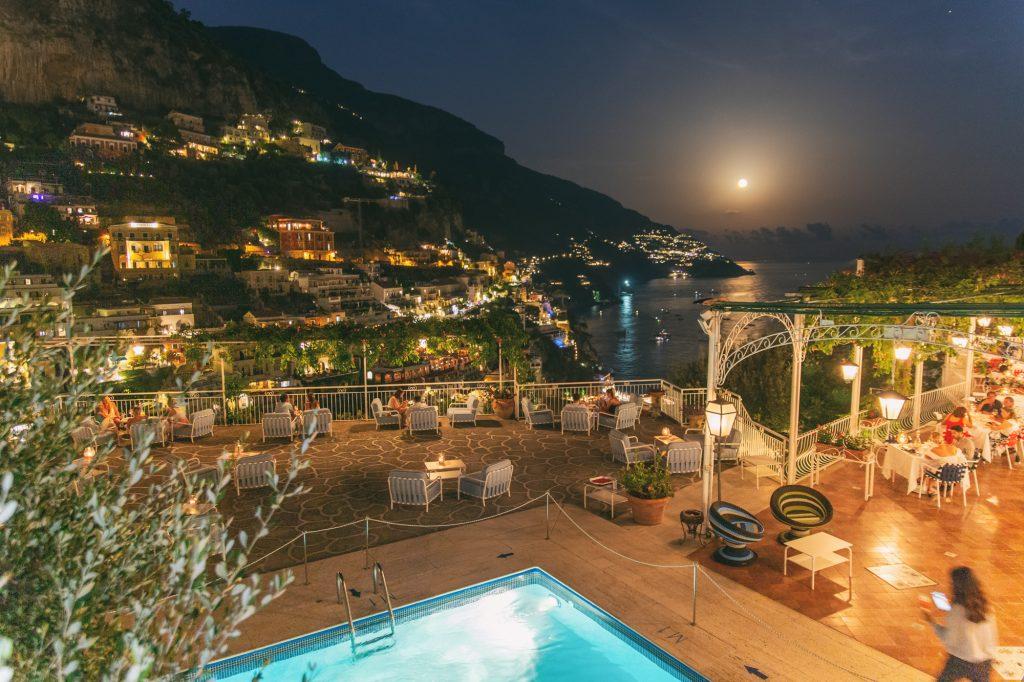 Tridente Cocktail Bar: la terrazza con vista dell'Hotel Poseidon per fare aperitivo a Positano.
