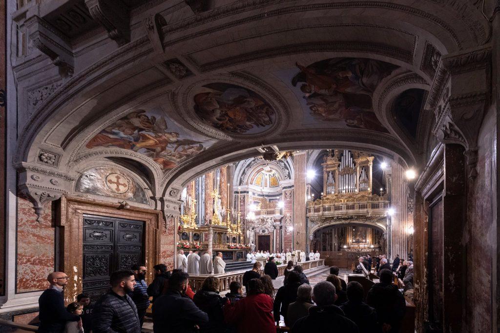 Interni della Chiesa del Gesù a Napoli