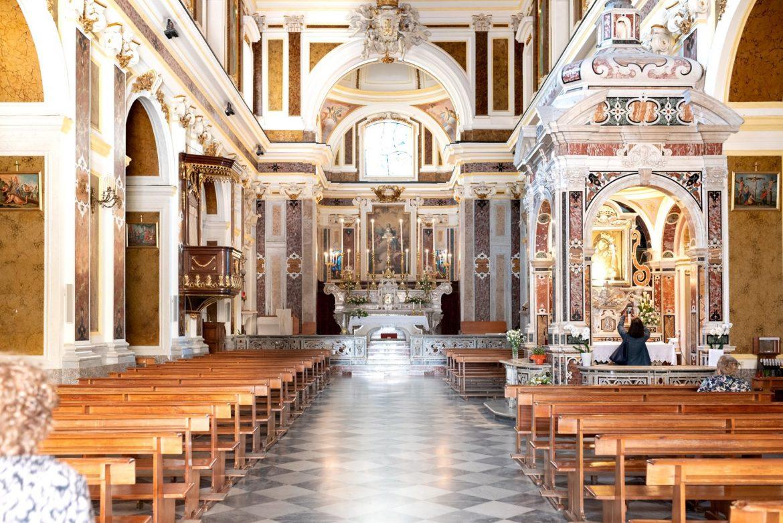 Interni Chiesa del Gesù Nuovo a Napoli nel centro storico
