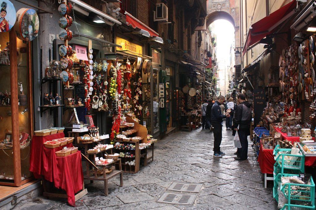 Alcune delle botteghe di artigiani di San Gregorio Armeno a Napoli