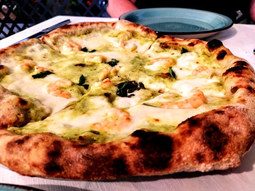 Una tra le pizze proposte dal ristorante Le Palme di Atrani