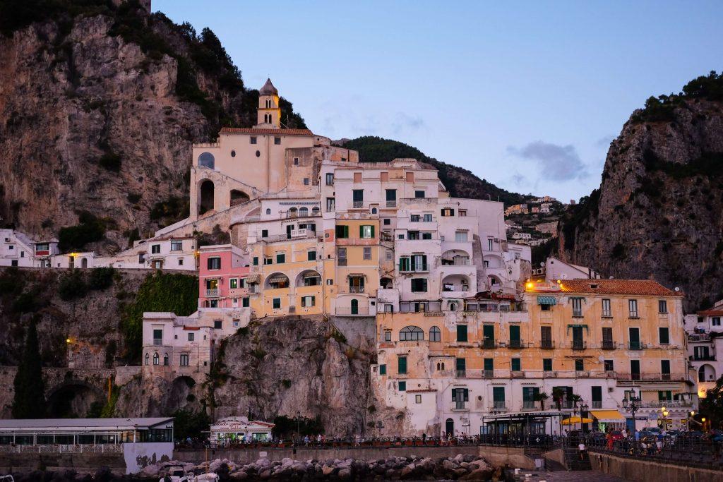 Parcheggi ad Amalfii nei pressi di Piazza Flavio Gioia e del Lungomare dei Cavalieri