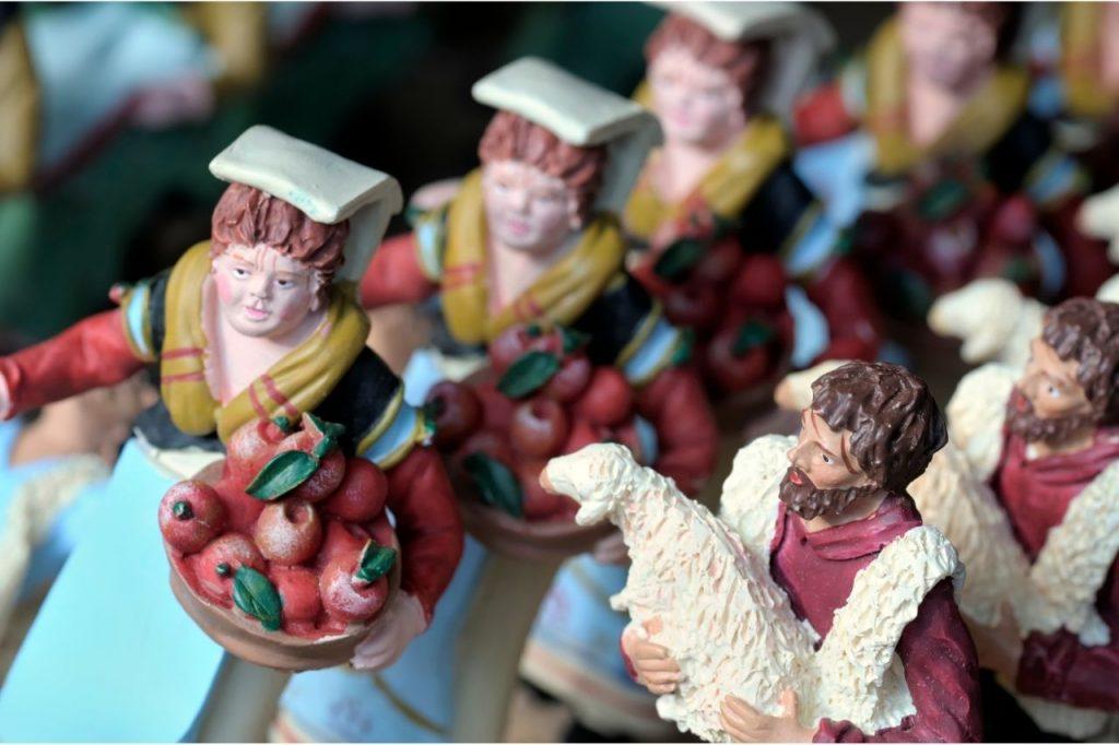 I tradizionali pastori di terracotta fatti a mano a San Gregorio Armeno - Napoli