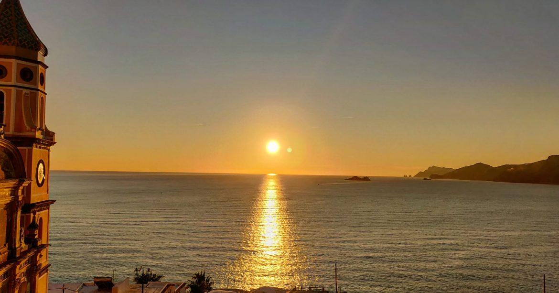 Parcheggi a Praiano: dove sostare per ammirare il tramonto