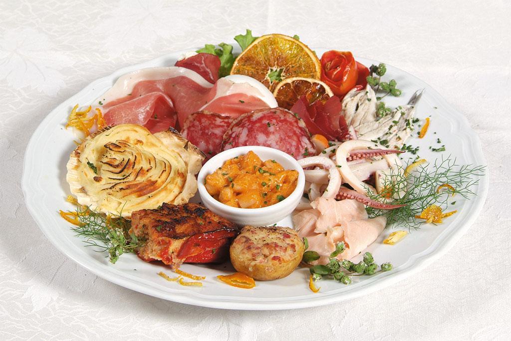 Antipasto misto di assaggi tra mare e terra al ristorante Leonardo's di Agerola