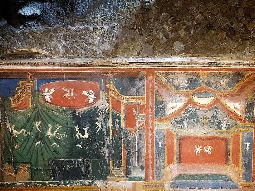Cosa fare a Positano quando piove: visitare il MAR e ammirare gli antichi affreschi in stile romano del triclinium.