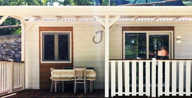 Al campeggio e ostello Beata Solitudo di Agerola sono disponibili anche comodi bungalow attrezzati.