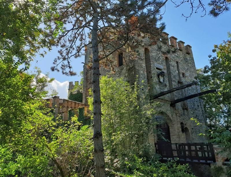 Dormire in un castello in Emilia Romagna: castello di Gropparello